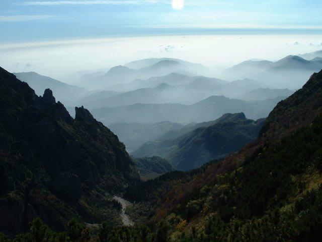 Nebel drückt von der Po-Ebene zum Pasubio herauf