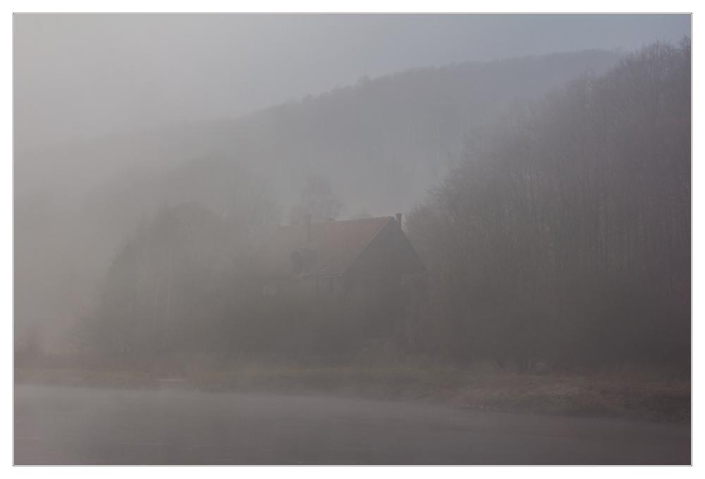 NEBEL // LEBEN - das verträumte Haus am Fluss... (mit Kompositionsanalyse)