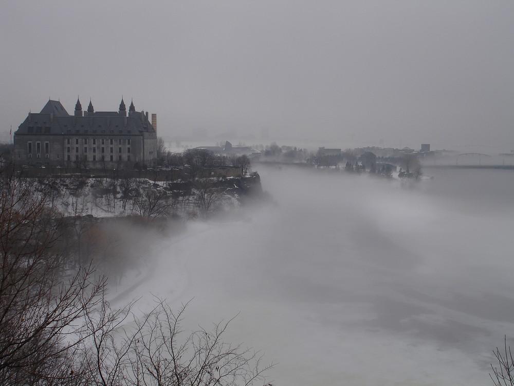 Nebel über dem Fluß Ottawa