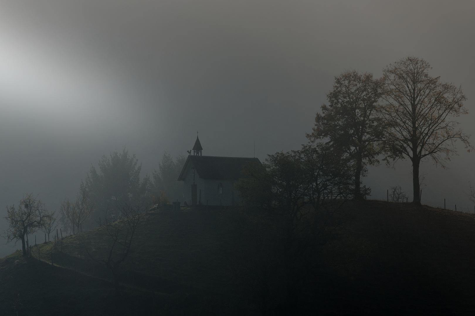 Nebel um die Kopfkrainkapelle in Simonswald