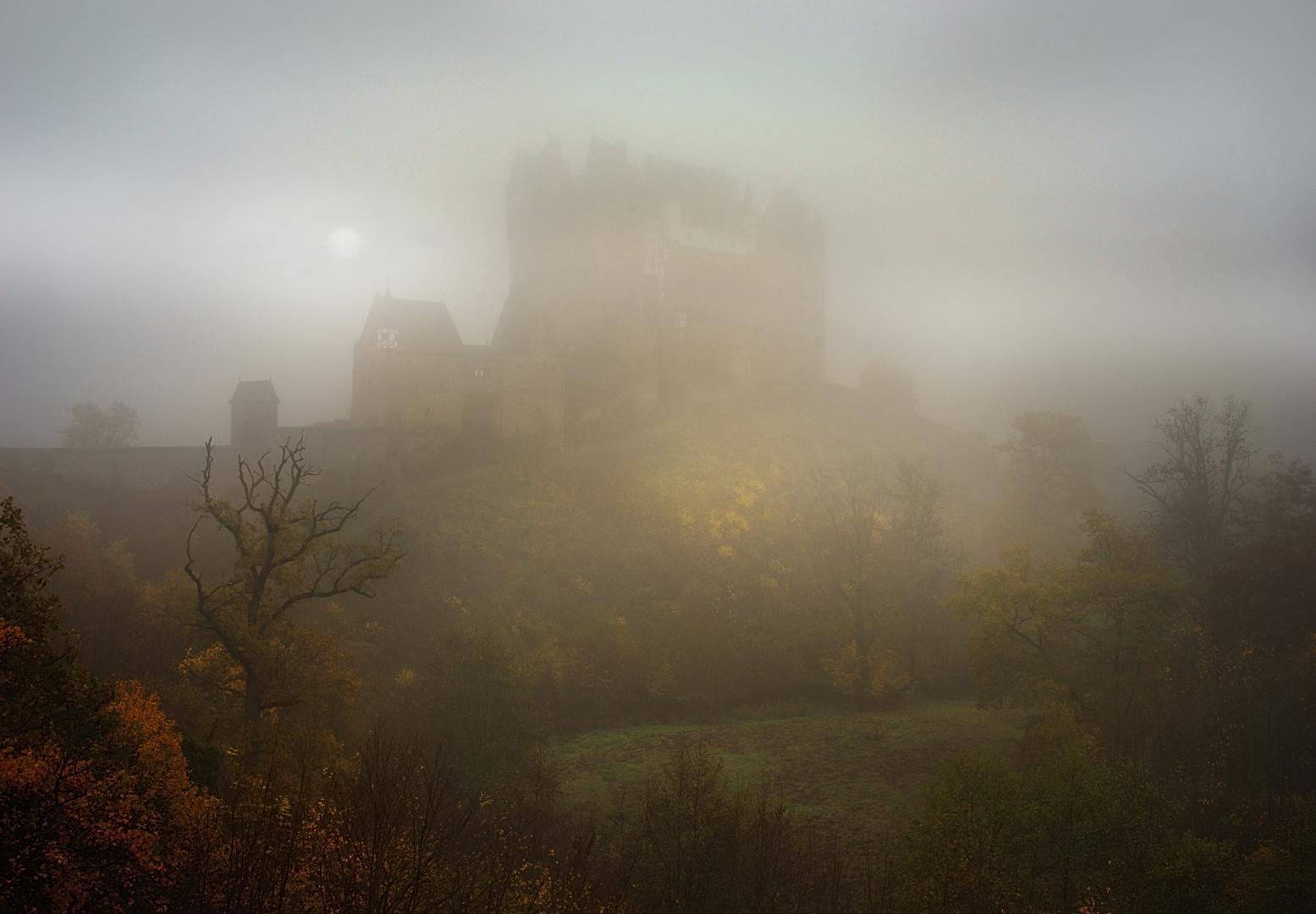 Nebelwand Burg Eltz
