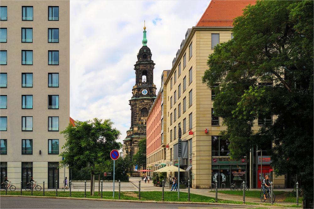 Neben der Kreuzkirche