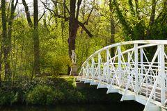 Neben der weißen Brücke gestanden ...