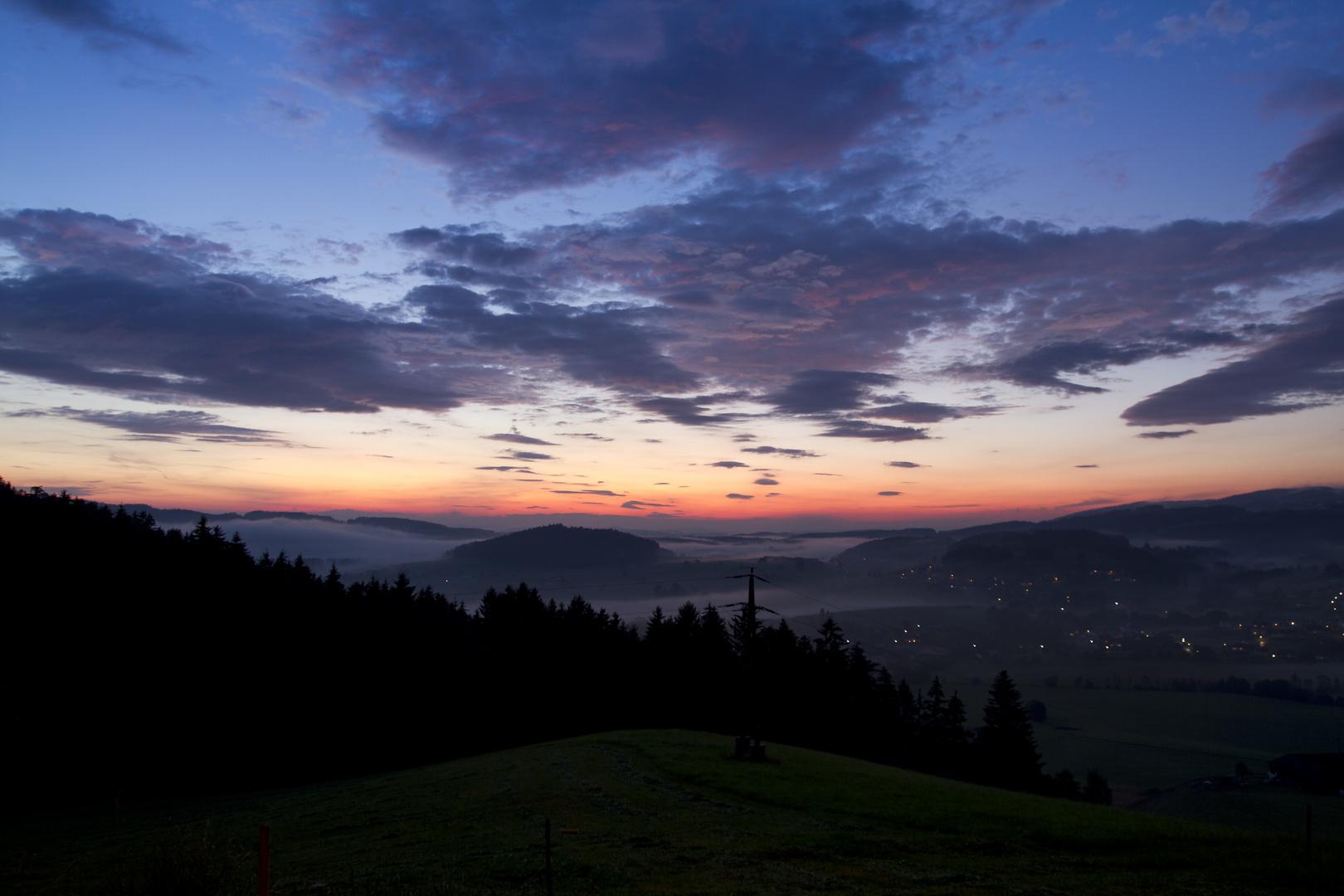 Nebliger Sonnenuntergang