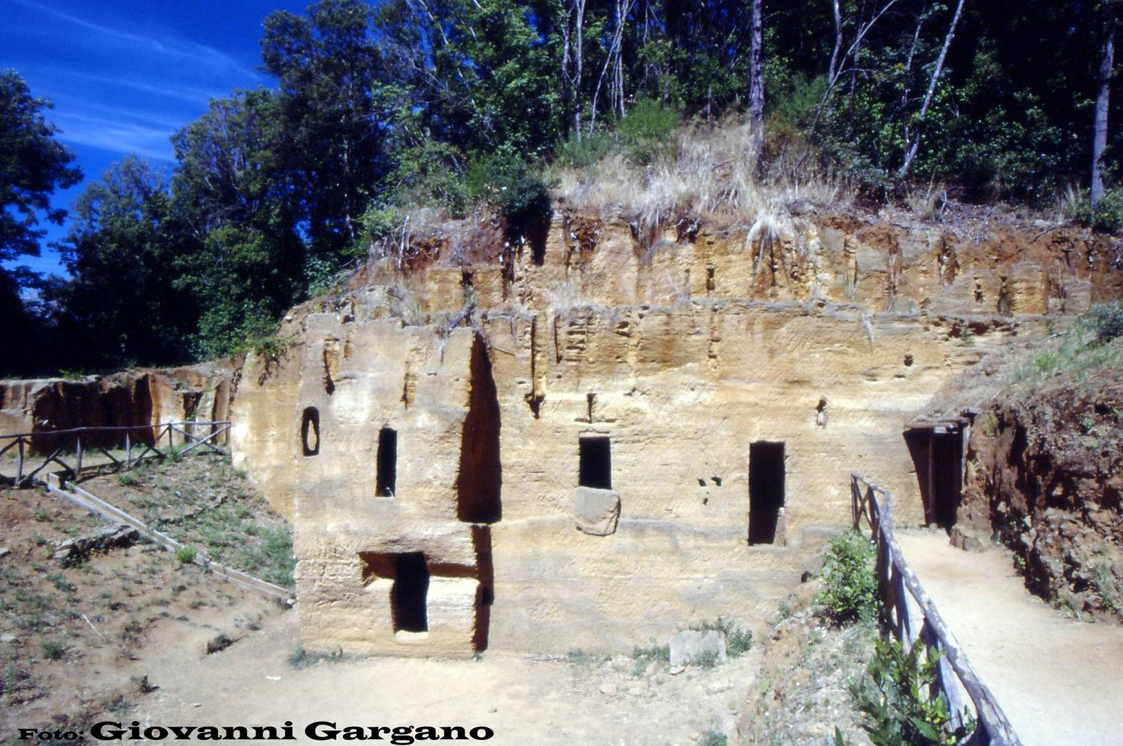 Necropoli delle Grotte. (parco archeologico di Baratti)