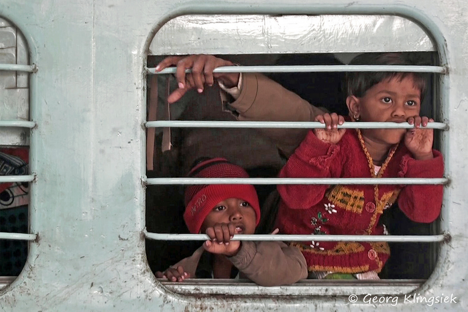 Nein, nichts Schlimmes, sie sitzen in der Eisenbahn