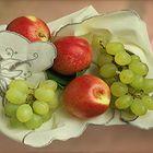 Nektarinen und Weintrauben
