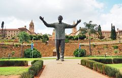 Nelson Mandela vor dem Union Buildings in Pretoria