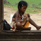 nena al temple de banteay srei (Cambodja)