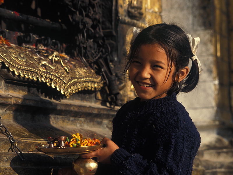 Nepal 13: Morgengabe am Swayambunath-Tempel