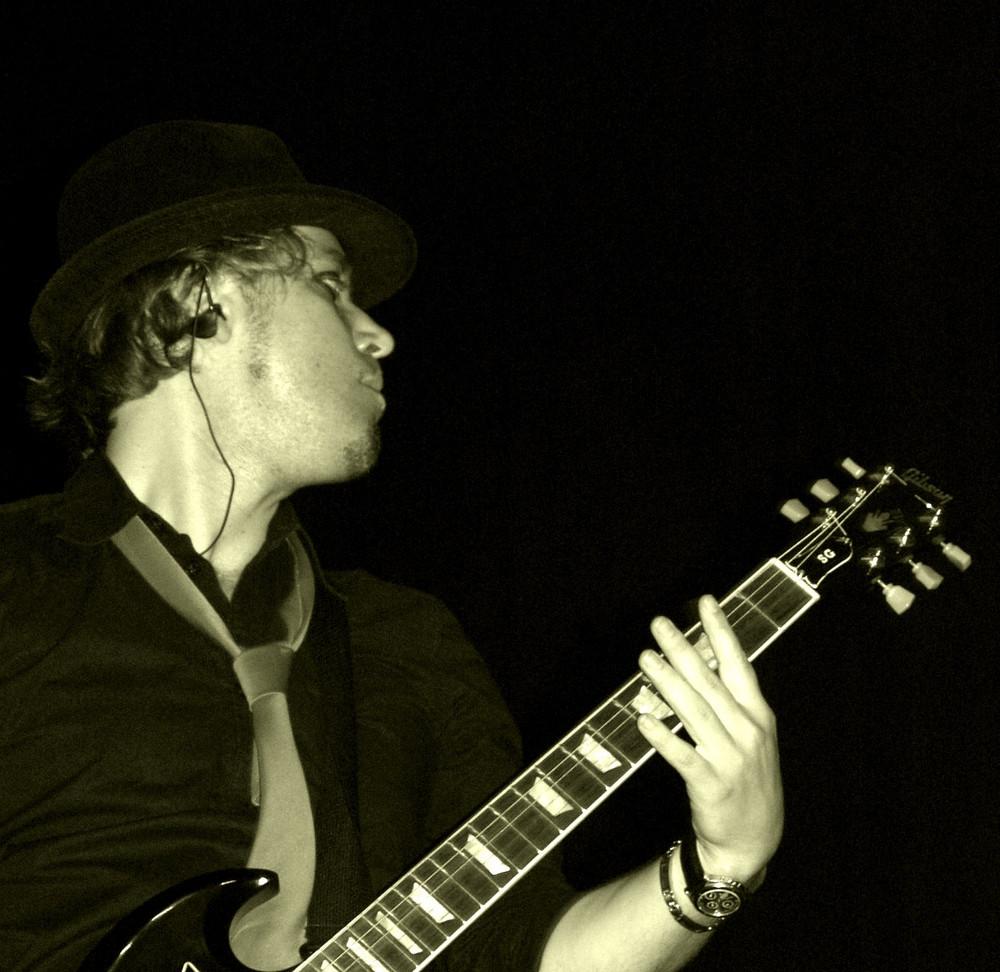 Nesko Hadzimuratovic (Nesko X), Laminius X, live in Paris,06/2008 b/w