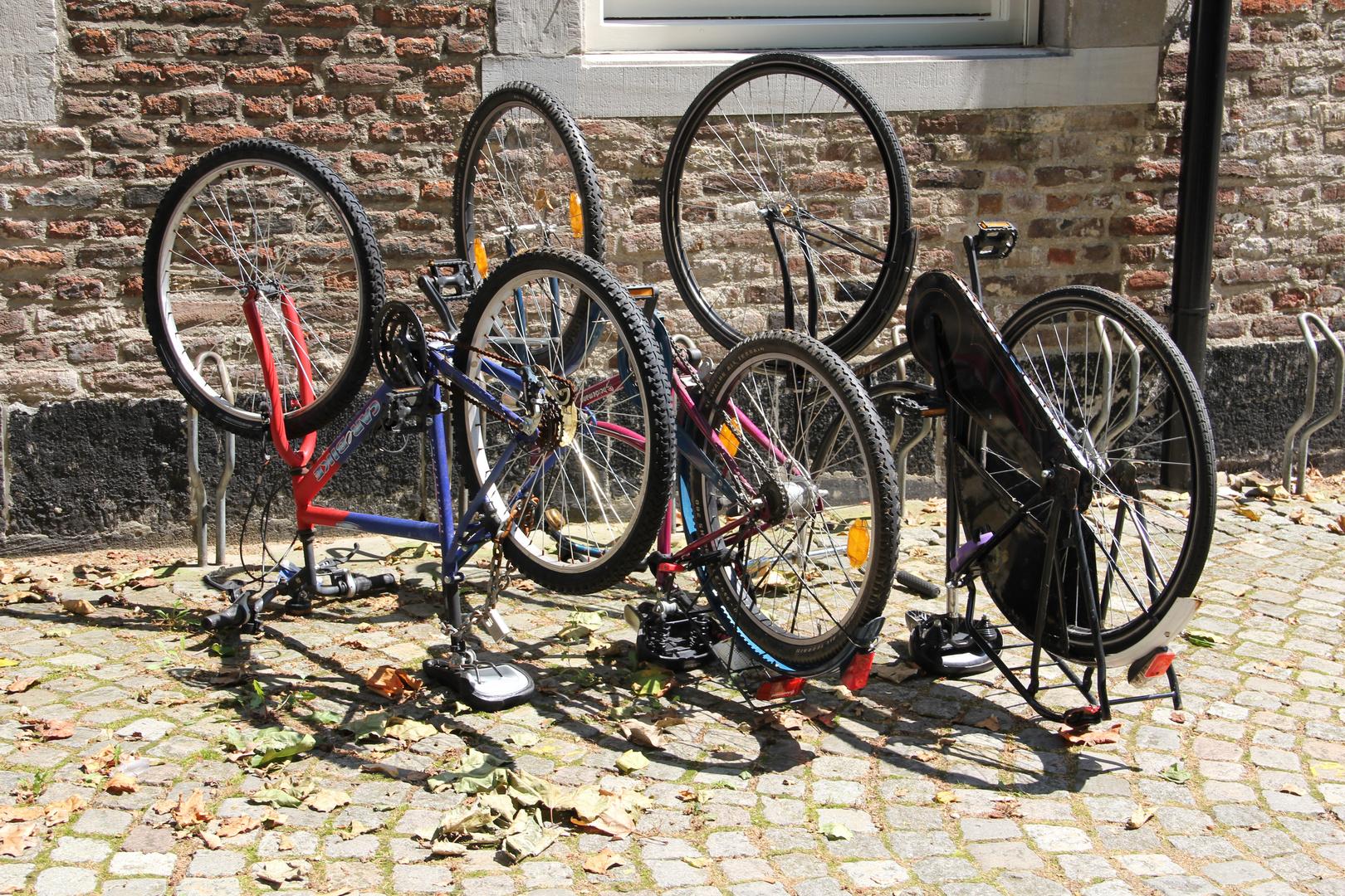 Neue Art sein Fahrrad abzustellen