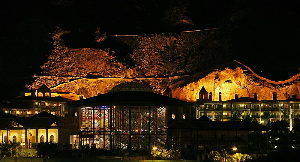 ~ Neue Hotelanlage bei Nacht in Puerto de Mogán ~