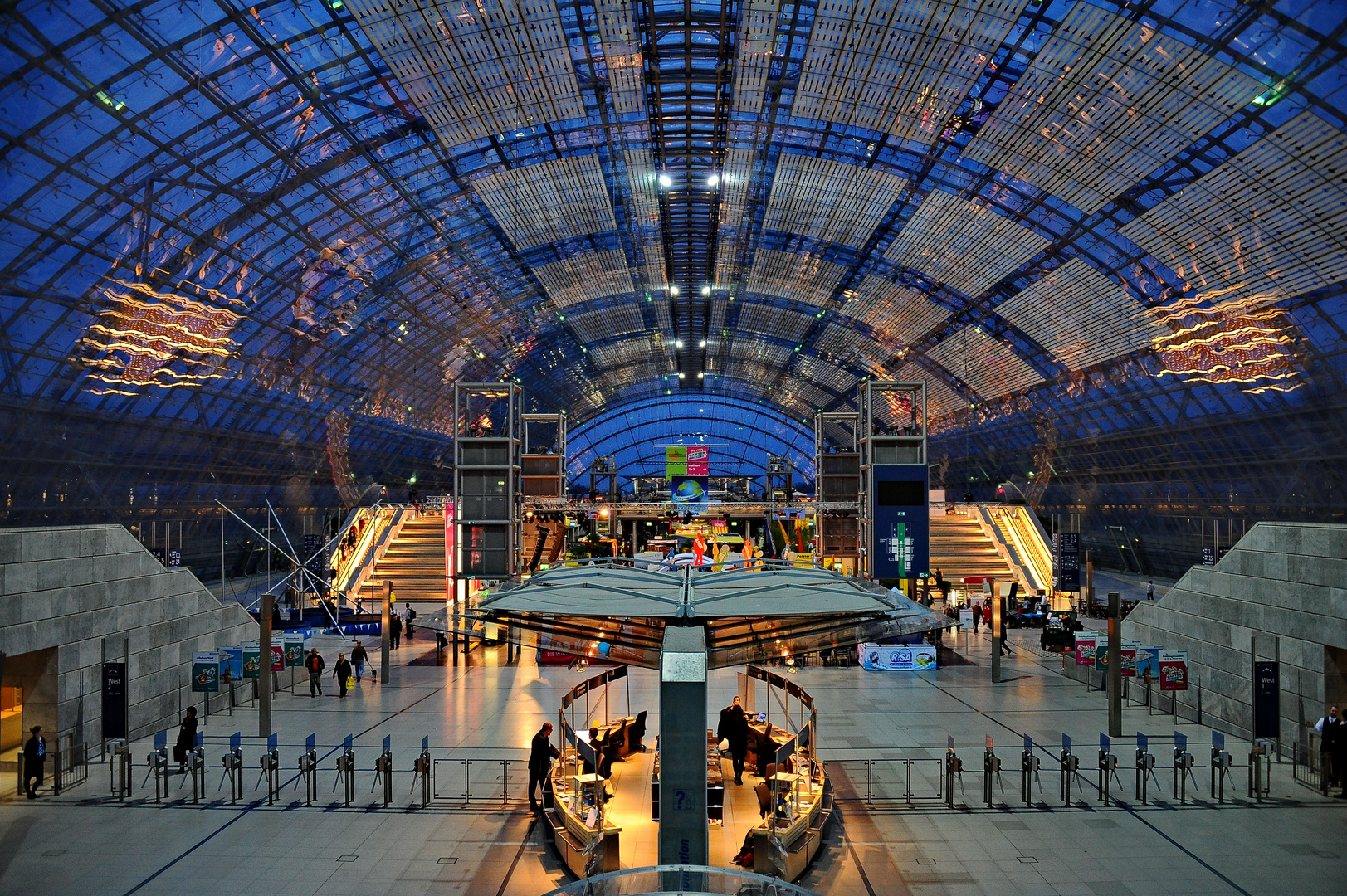 Neue Messe Leipzig - Glashalle Foto & Bild   architektur