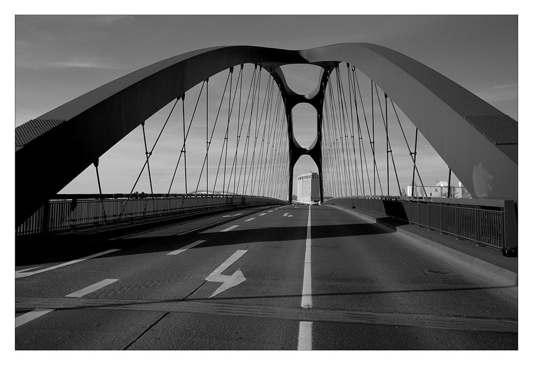 neue Osthafenbrücke Frankfurt