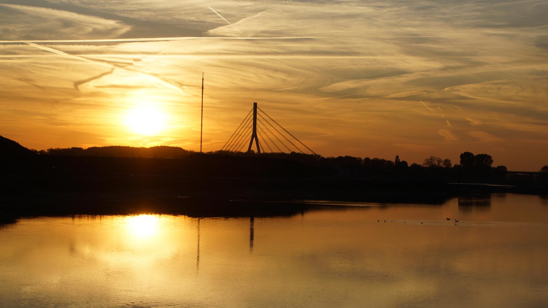 Neue Rheinbrücke bei Wesel