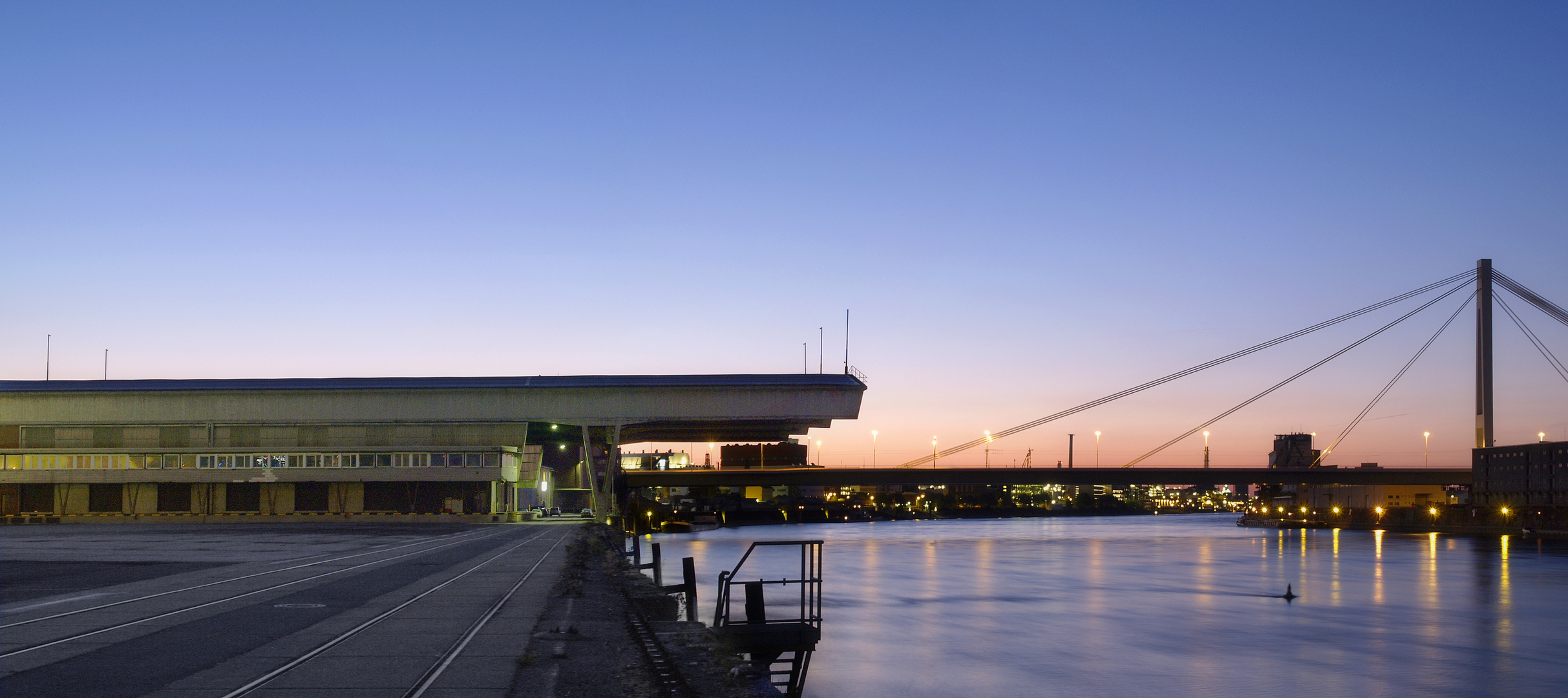Neue Rheinbrücke nach Mannheim