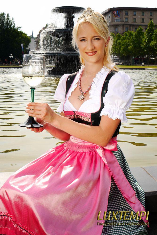 Neue Wiesbadener Weinkönigin Stephanie I.