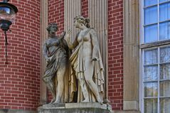 Neues Palaise Potsdam - Statue dark and light