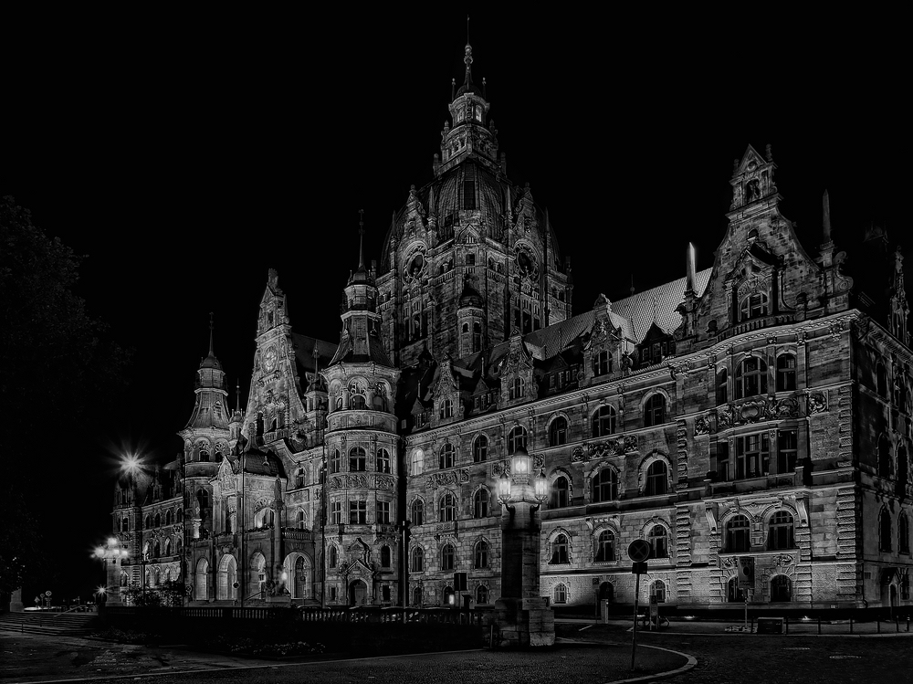 neues rathaus hannover in s/w