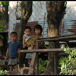Neugierige Blicke, Khammouane Provinz, Laos