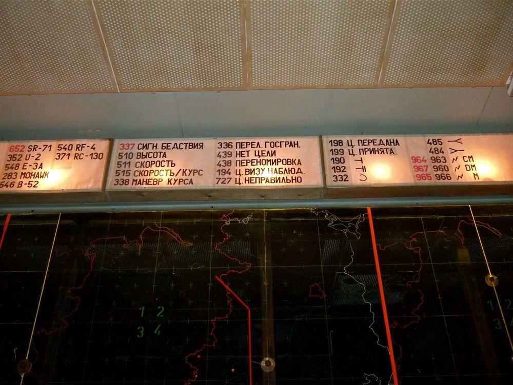 °°° Neun Meter unter der Erde - die Luftkarte der DDR - von hinten durch Soldaten der NVA °°°