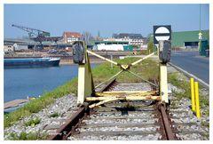 Neuss - Ende Hafenbecken 1 - und des Schienenstrangs