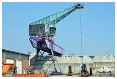 Neuss - Hafen - Verladekran für Sand und Kies