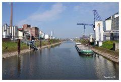 Neuss - Hafenbecken 1 - rechts Plangemühle