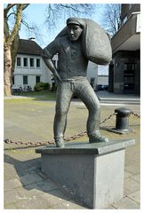 Neuss - Skulptur eines Hafenarbeiters