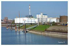 Neuss - Tanklager im Hafen