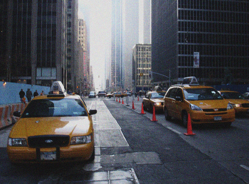 NEW YORK * Yellow cabs in the street canyon