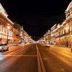Newski Prospekt nachts um halb Zwei