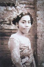 Ni Kadek Mayang Sari in traditionel wedding dress