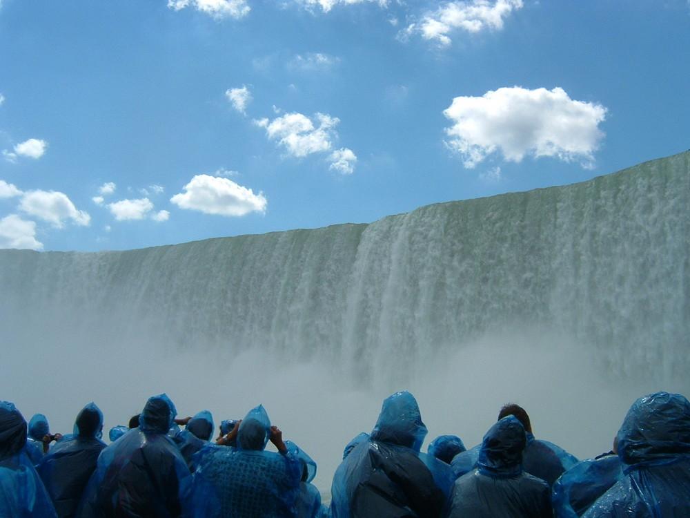 Niagara - sotto le cascate