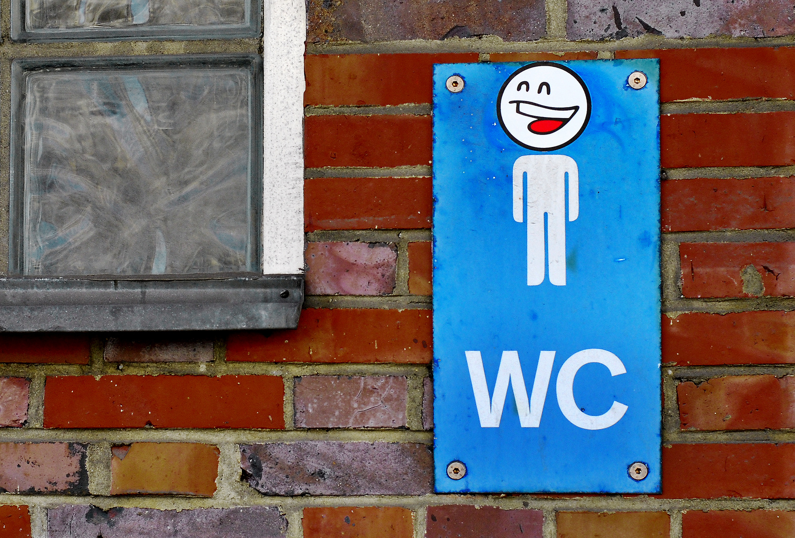 NICEST TOILET SIGN ON EARTH / PROST
