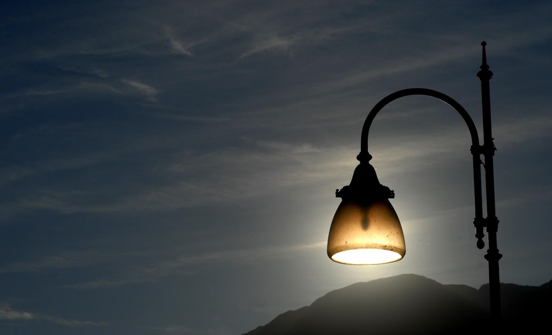 Nicht nur durch Strom leuchtet eine Lampe