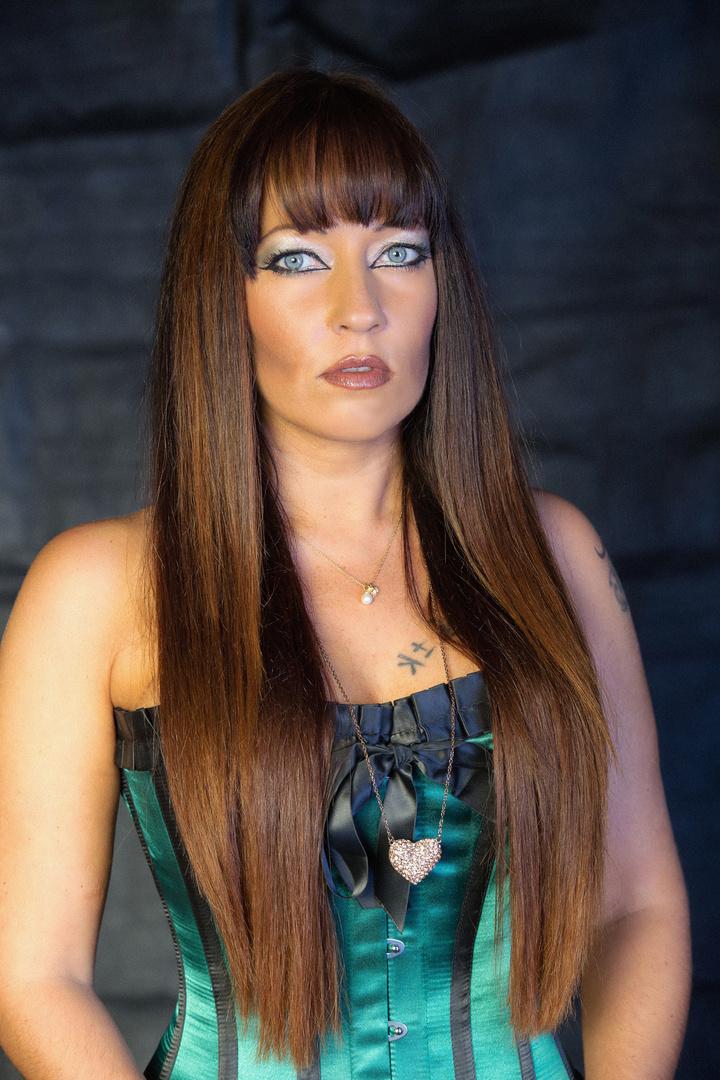 Nicole mit neuen Haarschnitt vom besten in Bamberg Friseur Serdal