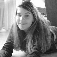 Nicole Pfeiffer1