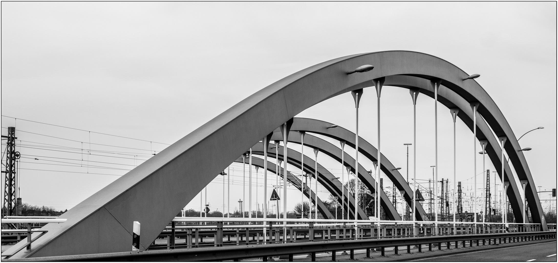 Niedernfelder Brücke ...