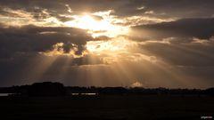 Niederrheinischer Sonnenuntergangshimmel