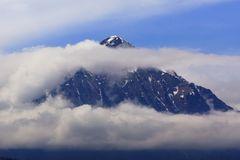 Niesen zwischen 2 Wolkenbändern