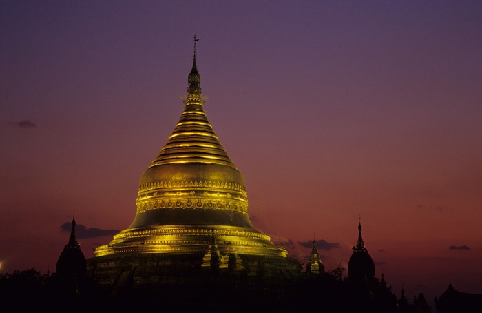 Night falls over Bagan