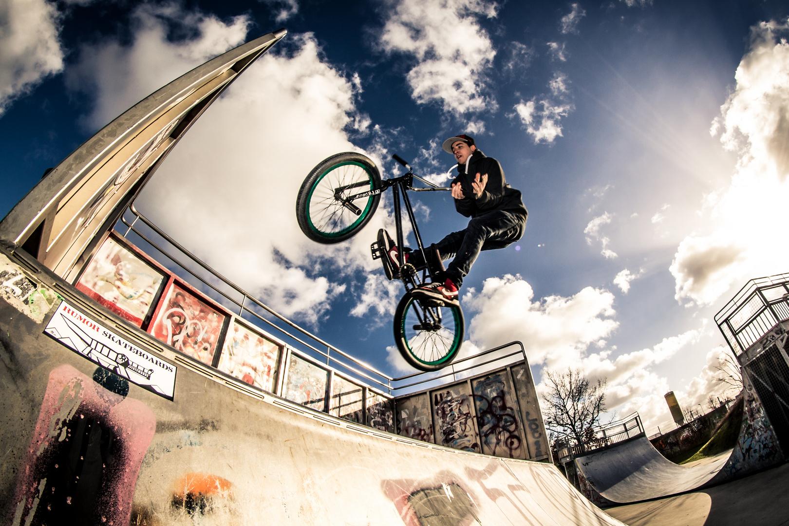 Nik - Barspin to Tailtap (Skatepark Coesfeld)