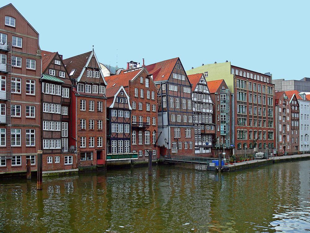 Nikolaifleet mit den Häusern der Deichstraße in Hamburg Foto & Bild ...
