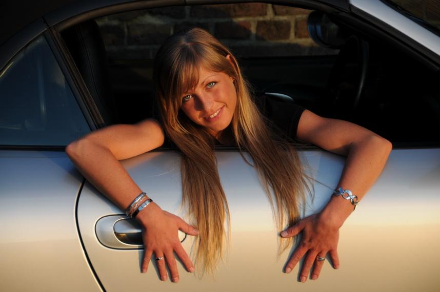 Nina im Porsche