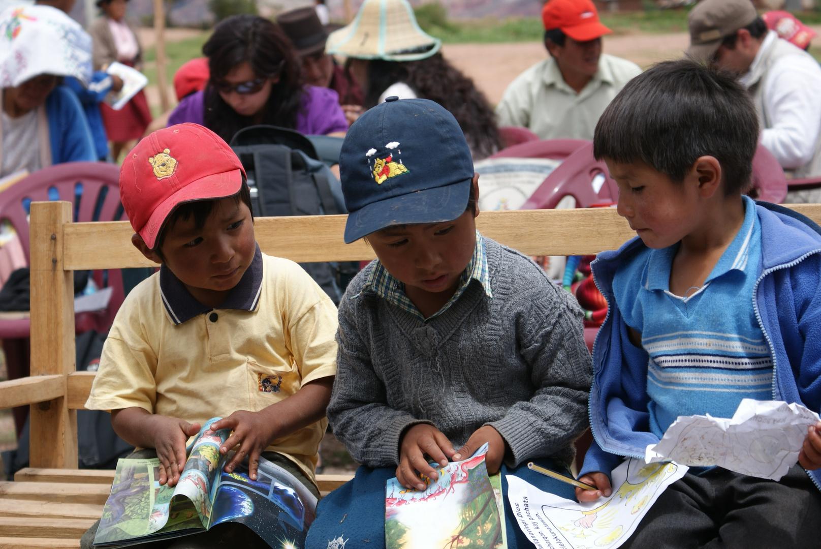 ninos ayacuchanos aprenden a leer
