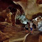 Niños en la cueva