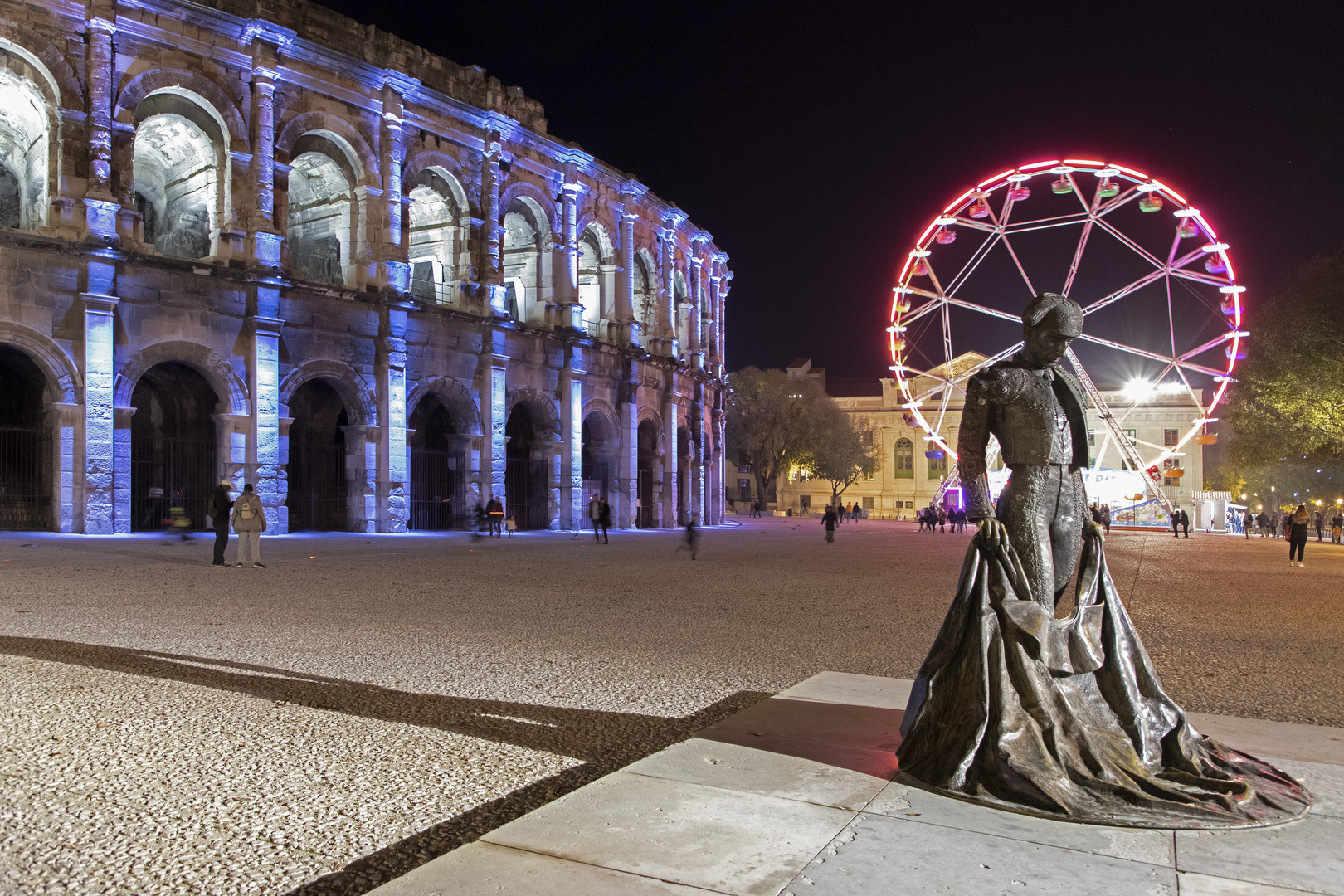 Nîmes by night