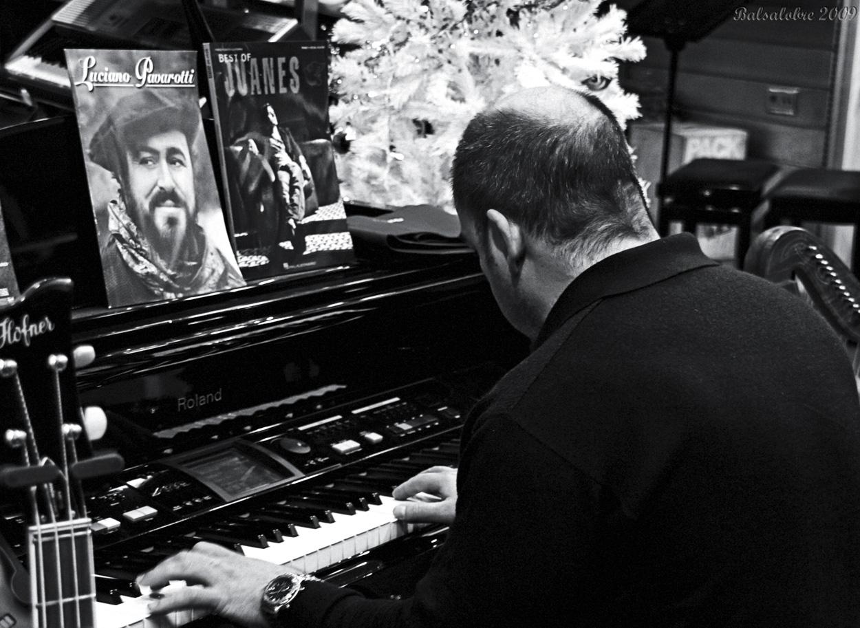 No disparen al pianista...al menos, en Navidad